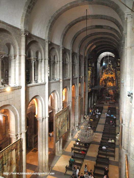 Sociales en la senda arte comentario de diapositiva for Interior iglesia romanica